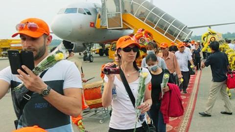 Khai trương đường bay giá rẻ Huế - Cam Ranh ảnh 1