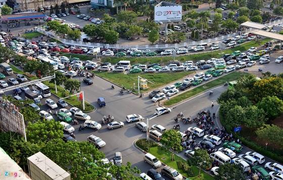 Đề xuất xây cầu vượt, hầm chui cửa ngõ Tân Sơn Nhất ảnh 1