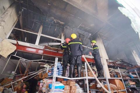 Hà Nội: Cháy lớn tại kho hàng sản xuất gỗ ảnh 3