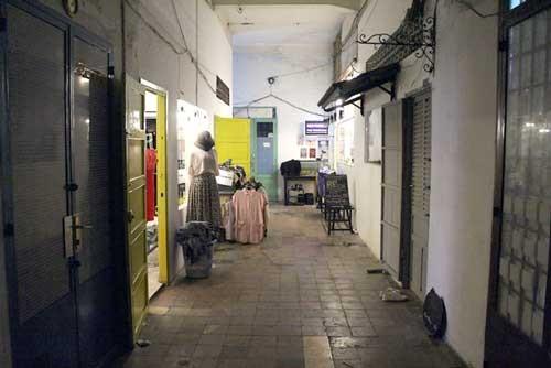 Chung cư cổ Sài Gòn 'lên đời' mở bar, shop ảnh 1
