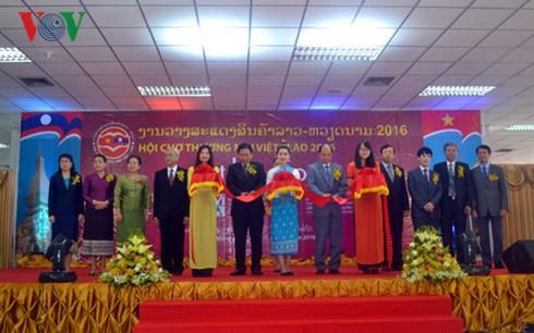 98 DN tham gia Hội chợ thương mại VN-Lào ảnh 1
