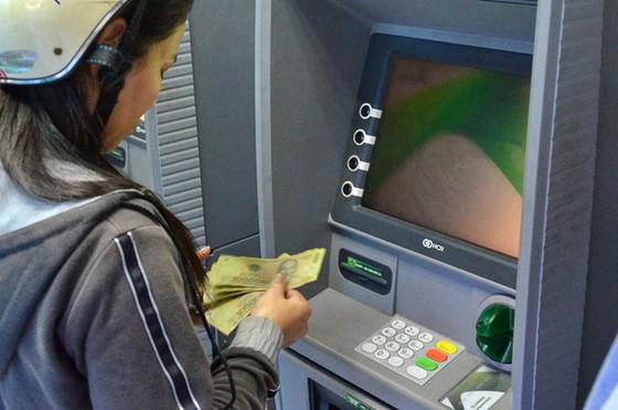 Nhiều ATM chưa nâng hạn mức rút tiền ảnh 1