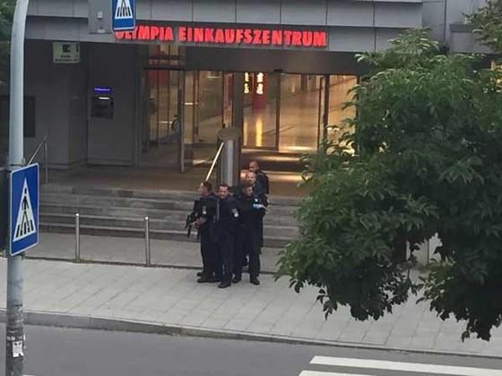 Xả súng tại Đức, 10 người chết, 21 người bị thương ảnh 1