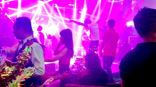 Lập khu riêng cho sàn nhảy, quán bar chơi thâu đêm? ảnh 1
