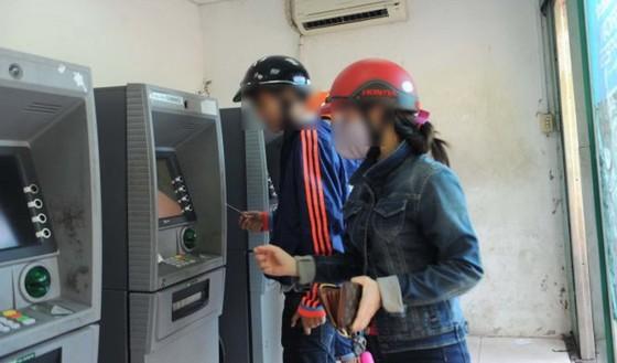 Cho thuê tên làm thẻ ATM: Gánh nhiều hệ lụy ảnh 1