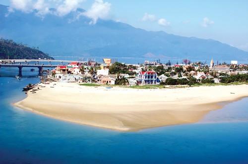 Kinh tế biển miền Trung - Chưa phát huy lợi thế ảnh 1