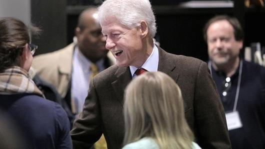 45.000 người ký đơn đòi bắt Bill Clinton ảnh 1