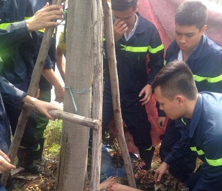 Cảnh sát PCCC cứu người bị tai nạn giao thông ảnh 1
