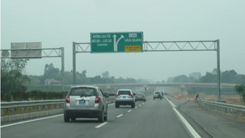 Sắp thông xe thêm 30km cao tốc Nội Bài-Lào Cai ảnh 1