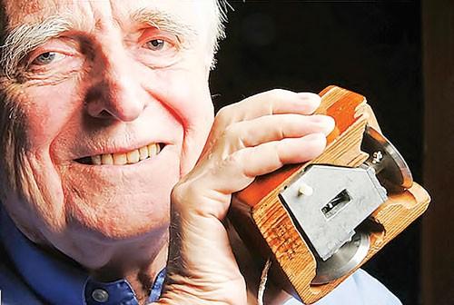 Douglas Engelbart - Cha đẻ chuột máy tính ảnh 1