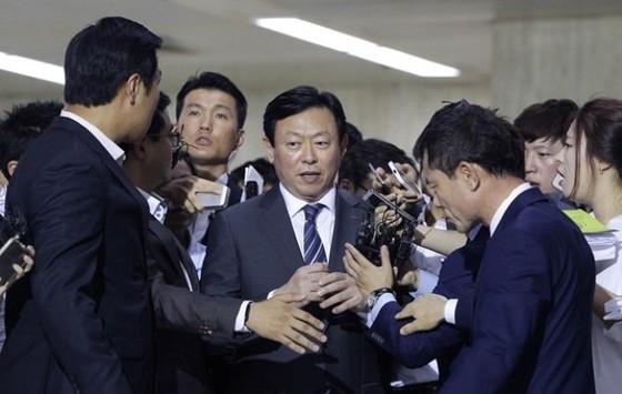 Chủ tịch Tập đoàn Lotte bị hạ bệ ảnh 1