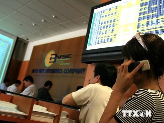 CK 11-8: VN-Index lùi dần về mốc 600 điểm ảnh 1