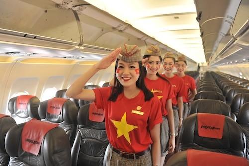 Vietjet: đồng phục cờ đỏ sao vàng mừng Quốc khánh ảnh 1