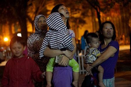 Hà Nội: Cháy chung cư giữa đêm, dân hoảng loạn ảnh 1