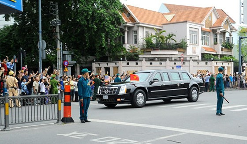 Người Sài Gòn đổ ra đường đón Tổng thống Obama ảnh 3