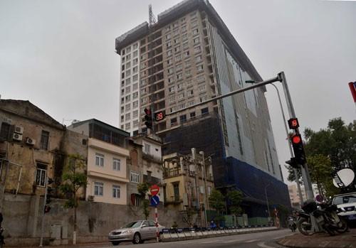 Hà Nội: Cưỡng chế sai phạm tòa nhà 8B Lê Trực ảnh 1