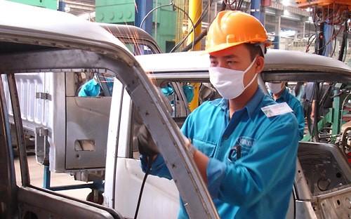 Sản xuất công nghiệp tháng 2 sụt giảm mạnh ảnh 1