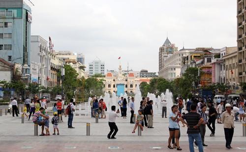 Hào hứng phố đi bộ đầu tiên Việt Nam ảnh 1