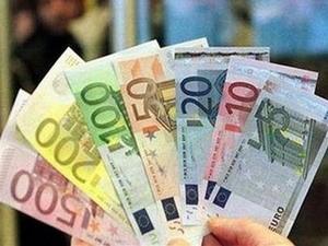 EUR trượt giá khi ECB chưa nâng lãi suất ảnh 1