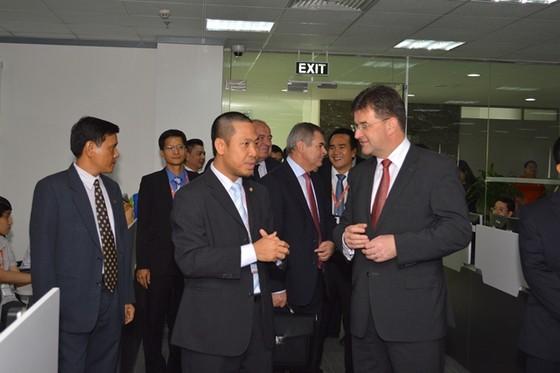 Phó Thủ tướng Slovakia thăm, làm việc với FPT Software ảnh 1
