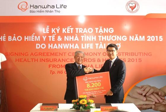 Hanwhalife VN tặng 8.200 thẻ bảo hiểm, 12 ngôi nhà tình thương ảnh 1