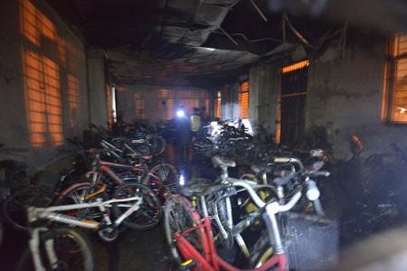 Hà Nội: Cháy chung cư giữa đêm, dân hoảng loạn ảnh 2