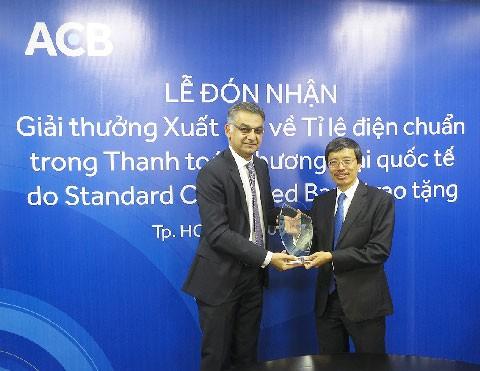 ACB nhận giải thưởng xuất sắc về tỷ lệ điện chuẩn ảnh 1