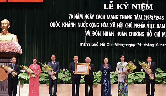 TPHCM đón nhận Huân chương Hồ Chí Minh ảnh 2