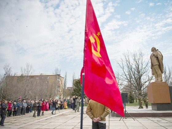 Ukraine tháo gỡ hàng trăm tượng đài thời Liên Xô ảnh 1