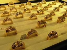 Sáng 4-4: Giá vàng xuống thấp 43,6 triệu đồng ảnh 1