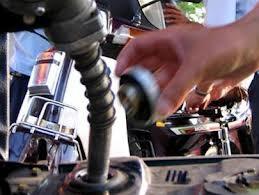 Bộ Tài chính xem xét đề xuất tăng giá xăng ảnh 1