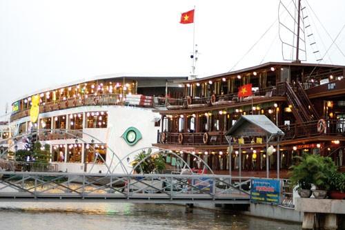 TPHCM trên bến dưới thuyền ảnh 3