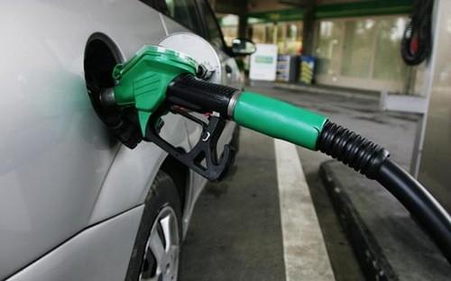 Giá dầu chính thức vượt 100USD/thùng ảnh 1