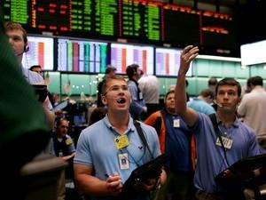 Giá dầu đi lên nhờ sự suy yếu của USD ảnh 1