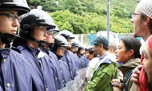 Nhật Bản chia rẽ vì điện hạt nhân ảnh 1