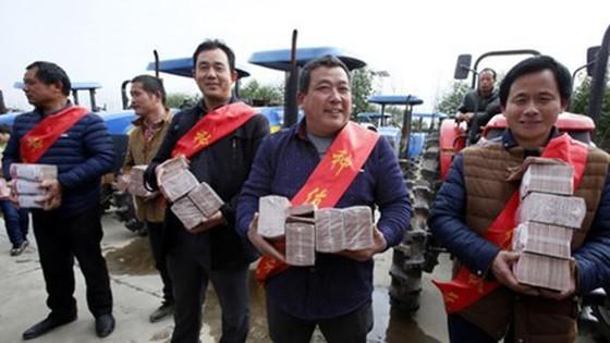Trung Quốc: Thưởng tết 7 tỷ đồng ảnh 1