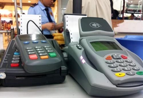 Nhiều cửa hàng thu phụ phí khách quẹt thẻ ảnh 1