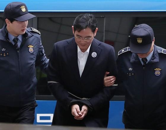 """""""Thái tử Samsung"""" bị tố đưa hối lộ ảnh 1"""