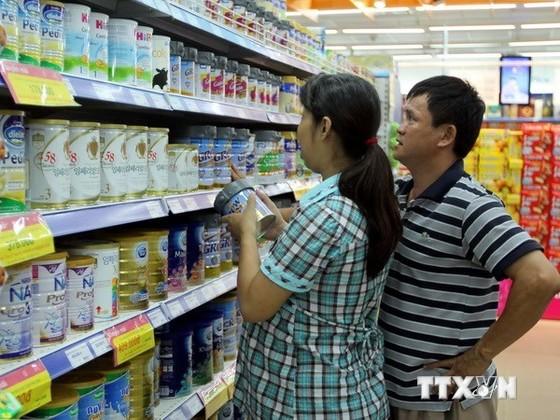 Hà Nội, TPHCM tăng cường quản lý giá sữa trẻ em ảnh 1