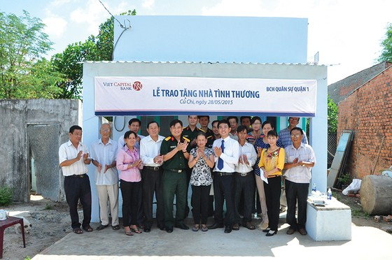 Viet Capital Bank tặng nhà tình thương tại Củ Chi ảnh 2