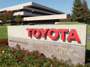 Lợi nhuận Toyota và Daimler tăng mạnh ảnh 1