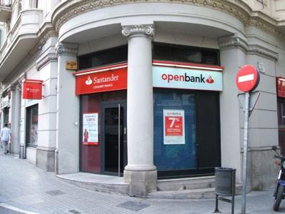 Nhiều ngân hàng Tây Ban Nha bị hạ tín nhiệm ảnh 1