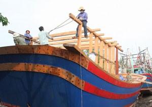 Bình Định hỗ trợ ngư dân đóng mới tàu lớn ảnh 1