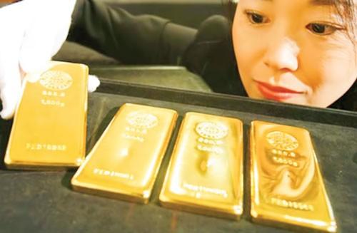 Dân Nhật đổ xô mua vàng ảnh 1
