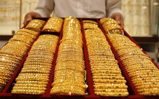 Giới đầu tư quốc tế đua nhau mua vàng ảnh 1