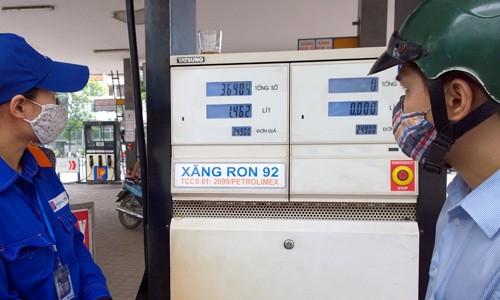 Đáng lẽ giá xăng có thể giảm sâu hơn? ảnh 1