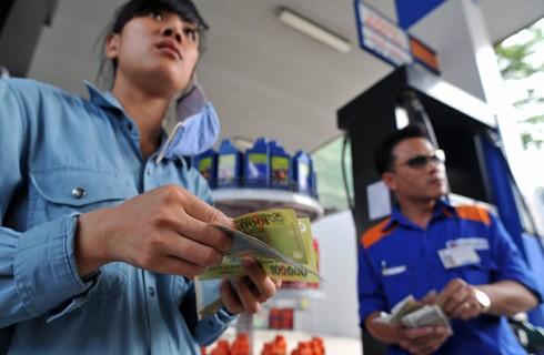 Chính phủ nói về lí do tăng giá xăng dầu ảnh 1