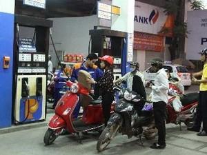 Chưa tăng giá bán xăng dầu ảnh 1