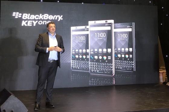 BlackBerry KEY2 giá gần 17 triệu đồng ảnh 1