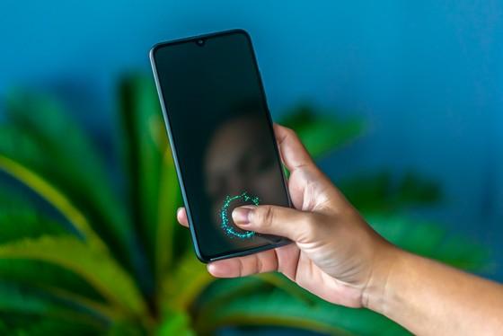 Nhìn lại quá trình phát triển của màn hình điện thoại thông minh ảnh 3